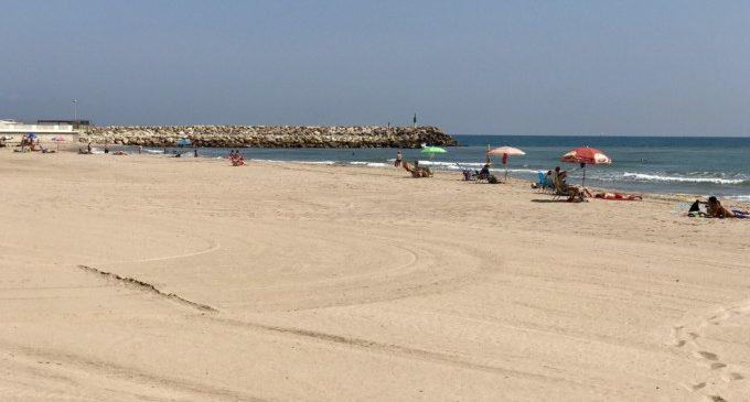 La platja del Perelló renova les seues banderes de qualitat