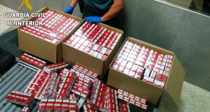 La Guàrdia Civil confisca més de 2.600 paquets de tabac ocults en maletes en l'aeroport i en un ferri en el port de València