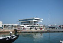 Un jove de 20 anys resulta ferit després de caure des d'uns 4 metres d'altura en La Marina de València