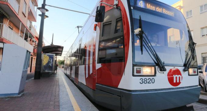 Un tramvia atropella un turisme estranger en Malva-rosa i la conductora resulta ferida lleu