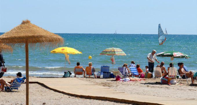 #NormalitzaLaPlatja, la campaña para volver a llenar de valenciano nuestras playas