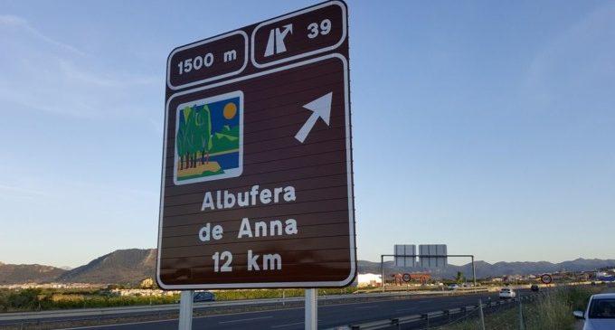 Colomer destaca la millora de la senyalització turística de la Comunitat en incloure 9 nous senyals homologats en les carreteres