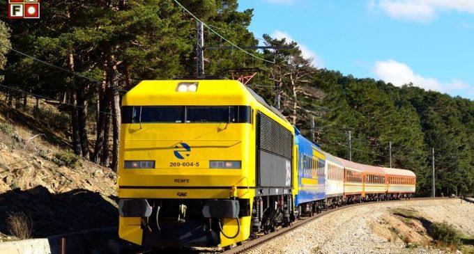 El Tren dels 80 arriba a l'Estació del Nord de València