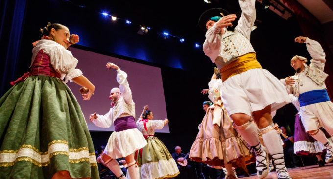 """Mislata gaudeix dels balls tradicionals valencians amb l'actuació del Grup de Danses """"El Forcat"""""""