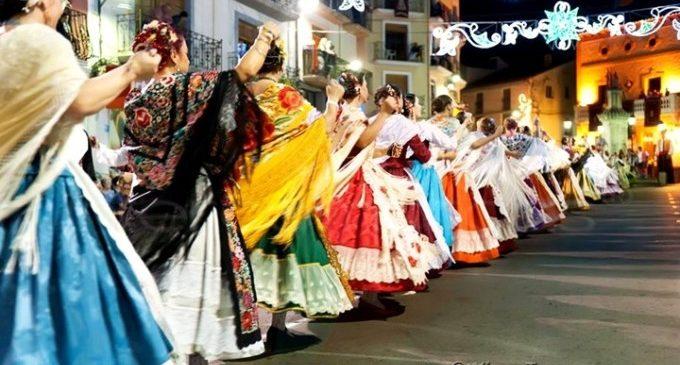Maria Josep Amigó assisteix a la tradicional dansà de la Font de la Figuera