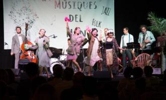 El públic tanca amb una ovació a Dómisol Sisters el cicle musical 'Estiu a la Bene'