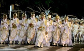 Prop de 2.000 persones omplen Quart de Poblet de color en la primera festa Holi del municipi