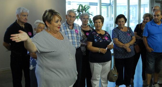 Medio centenar de vecinas y vecinos de L'Eliana descubren el patrimonio de la Diputación de Valencia