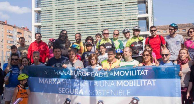 Alaquàs, Aldaia i Xirivella es desplacen en bici fins a València per reivindicar la construcció d'un carril bici