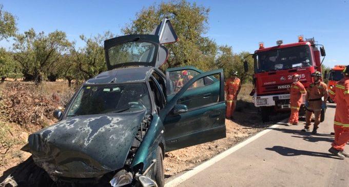 Rescaten a una dona atrapada en un cotxe en un accident a Camporrobles