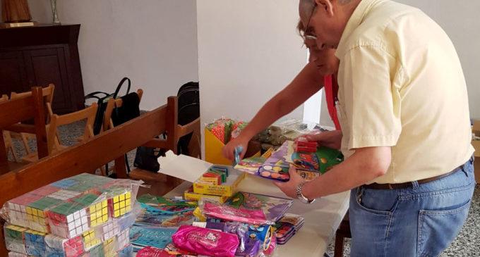 Cáritas Paiporta reparteix material i equipament escolar per a l'inici de curs