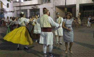 El Grupo L'Olivar saca la dansà a las calles de Alaquàs
