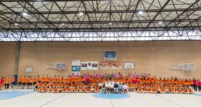 L'escola d'handbol municipal es presenta amb 10 equips i més de 150 esportistes