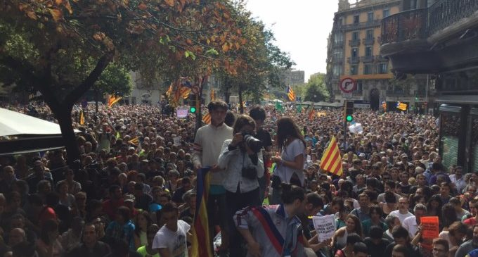 Estado de excepción en Cataluña con 14 altos cargos detenidos