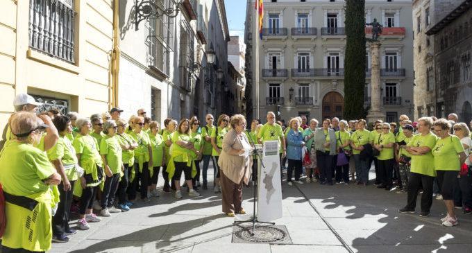 La Diputació fomenta l'exercici físic dels majors amb una passejada pel riu entre el General i Plaça Manises