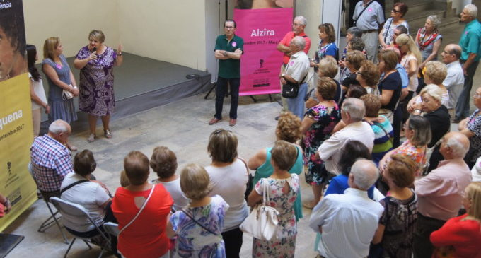 Un centenar de veïns de Benicolet i Tavernes Blanques visiten la Diputació de València