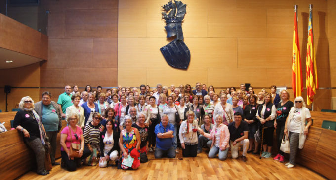 Un centenar de veïns de Cortes de Pallás i Guardamar de la Safor visiten la Diputació de València