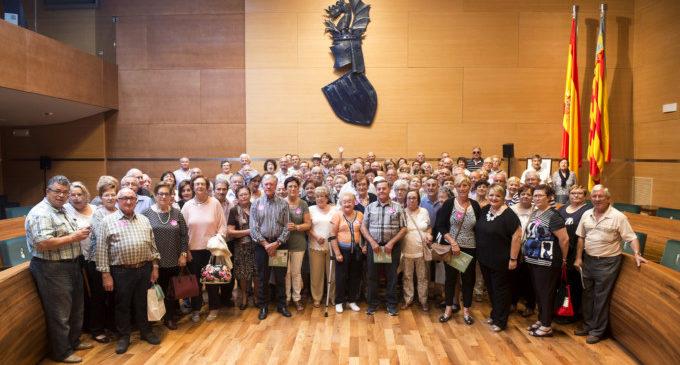 Un centenar de veïns d'Algimia de Alfara i Villanueva de Castellón visiten la Diputació de València