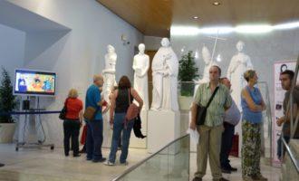Les Corts commemoren el 9 d'Octubre amb una exposició dedicada a escriptores valencianes