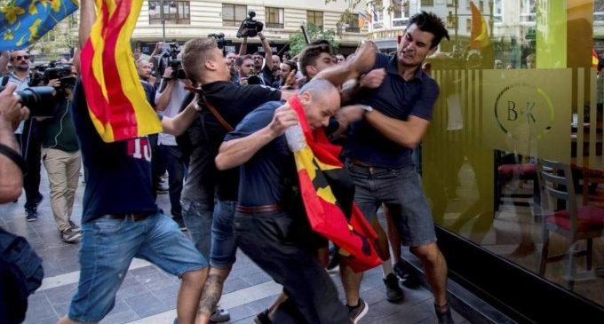 Els ultres imputats del 9 d'Octubre denuncien al jove que van agredir