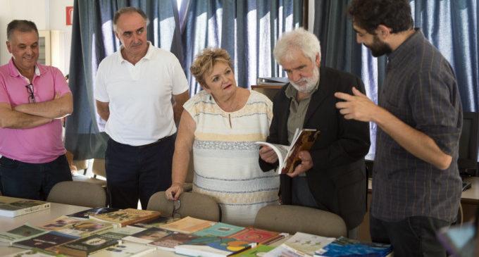 L'ONG CERAI dóna 500 llibres sobre agroecologia a l'Escola de Capatassos de Catarroja