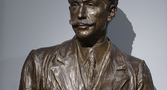 Cessió a La Rioja del bust del Mestre Serrano