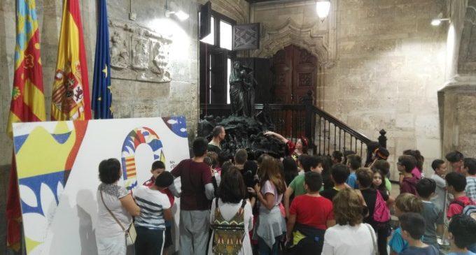 El colegio público Ausiàs March de Alboraya visita el Palau de la Generalitat con motivo del 9 de octubre