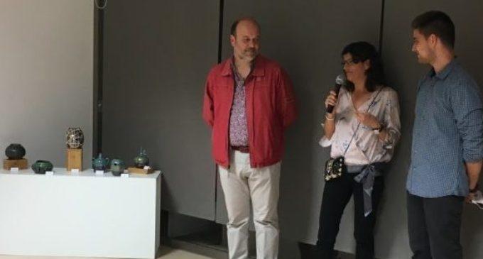 La pintora i ceramista MªÁngeles Pascual exposa les seues obres a Almàssera