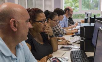 Nou curs d'alfabetització informàtica per a persones desocupades