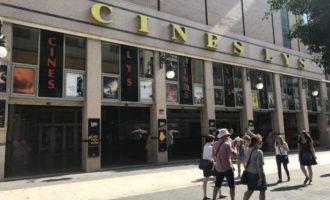 Ultradretans intenten boicotejar la projecció de 'Mientras dure la guerra' d'Amenábar en un cinema de València