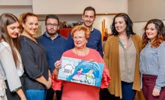 Les falleres majors de Mislata recapten 3.000€ per a la lluita contra el càncer