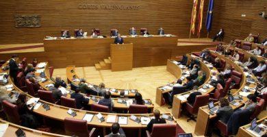 Les Corts rebutgen la pujada de sou dels alts càrrecs del Consell