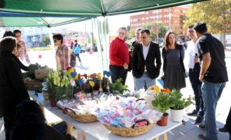 Torrent 'endulza' su mes del Medio Ambiente con una visita a la Feria de la Miel de Montroy