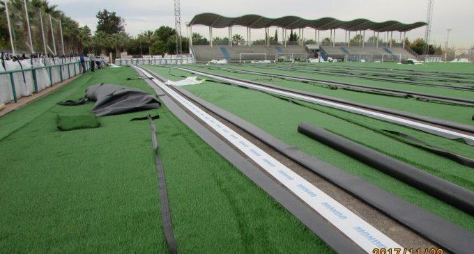 Nova gespa artificial en el camp de futbol del Poliesportiu Municipal de Massanassa