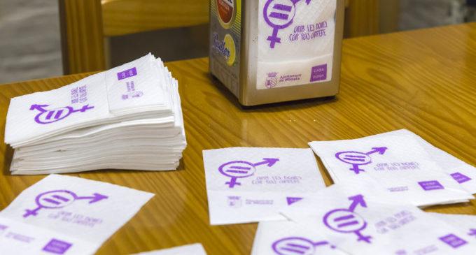 Els bars de Mislata promouen la igualtat en les seues tovalloneres amb motiu de les Jornades contra la violència de gènere