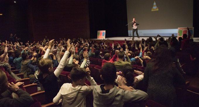 'El Langui' parla a més de 700 estudiants de Catarroja sobre assetjament escolar