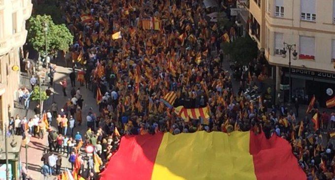 'Hablamos Español' convoca una manifestació contra 'la imposició del requisit lingüístic'