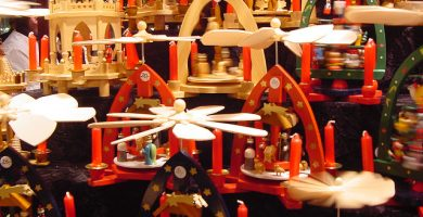El mercat nadalenc de València ja ocupa la plaça de l'Ajuntament