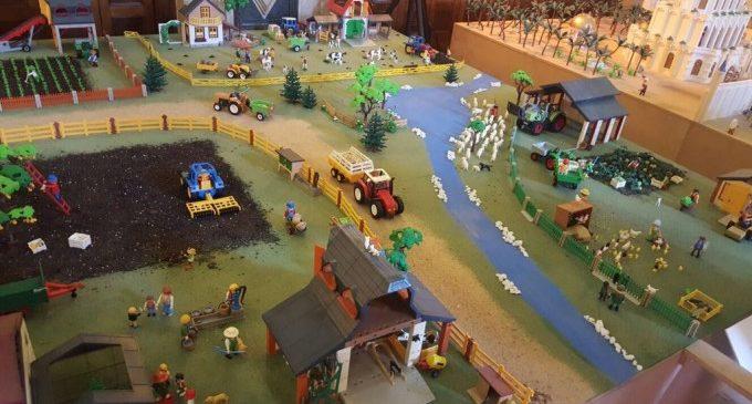 10.000 clics de Playmobil recreen escenes com a Parc Juràssic