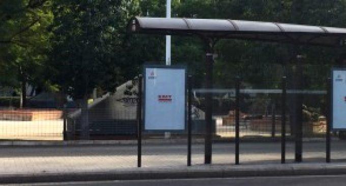 L'EMT inicia la substitució de panells d'informació de parades