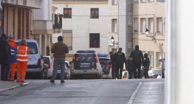 Un home s'atrinxera armat a casa de la seua exparella a Requena
