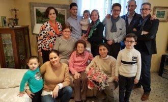 Manises felicita a la seua veïna centenària, Natividad Valdecantos