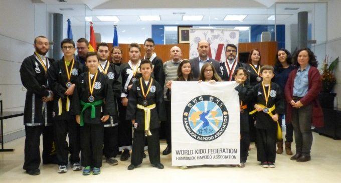 L'Ajuntament de Massamagrell rep als guanyadors del bronze en el Campionat d'Espanya deHanminjokHapkido