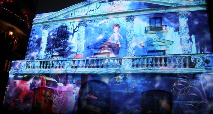 Torrent representa la màgia de la Nit de Reyes amb un espectacle de mapping