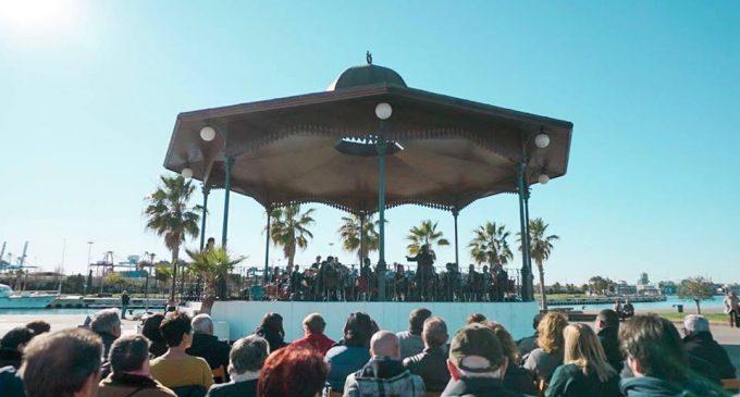 Música en directe amb olor de mar en La Marina de València