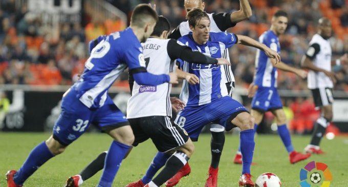 El Valencia CF remunta amb orgull davant l'Alavés en l'anada de quarts de la Copa (2-1)