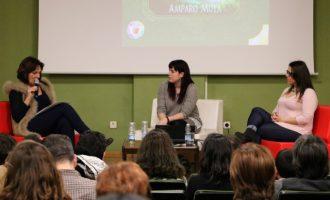 "La periodista quartera Amparo Moya presenta la seua ópera prima ""Cuentos para Gigantes"""
