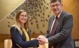 FESORD-CV continuará ofreciendo el servicio de interpretación en Lengua de Signos en les Corts Valencianes