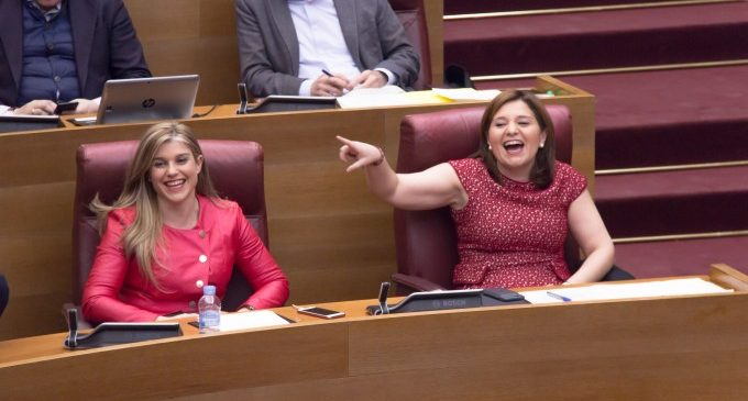 El PP català copia la llei de plurilingüisme que a la Comunitat ataca