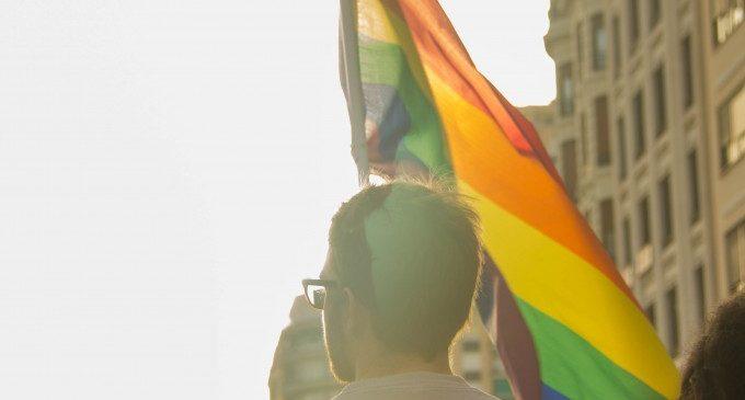 Picassent s'uneix a la commemoració del Dia Mundial contra la LGTBFÒBIA